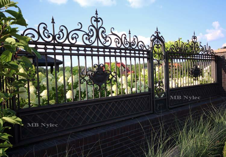 ogrodzenie kute z herbem bp54